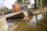 Odčerpávání vody z rybníka