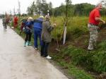 Sázení stromků u cyklostezky 2012